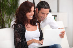 Couple looking at photos Royalty Free Stock Photos