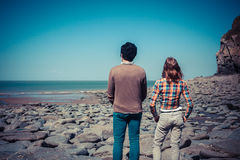 Couple looking at the sea Royalty Free Stock Images