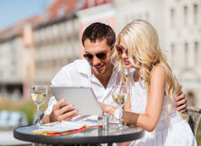 Couple looking at tablet pc in cafe Royalty Free Stock Photography