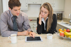 Couple looking at tablet pc Royalty Free Stock Photos