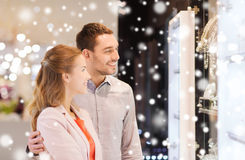 Couple looking to shopping window at jewelry store Royalty Free Stock Photography