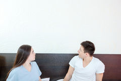 Couple looking up at empty copyspace Royalty Free Stock Photos