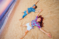 Couple lying on the beach Royalty Free Stock Photography