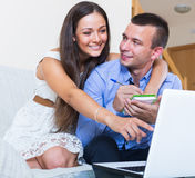Couple making list for shopping online Royalty Free Stock Photos