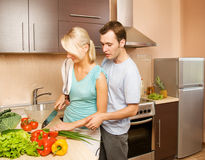 Couple making vegetable salad Royalty Free Stock Photos