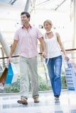 couple mall shopping Στοκ Φωτογραφίες