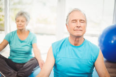 Couple meditating at home Royalty Free Stock Images