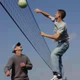 Couple men playing volleyball Stock Photography