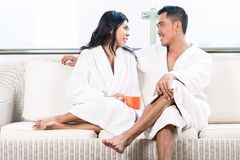 Couple in morning sitting on couch Royalty Free Stock Photography