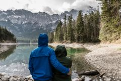 Couple at mountain lake Royalty Free Stock Photography