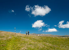 Couple  in the mountains Royalty Free Stock Photos