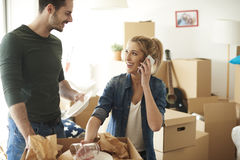 Couple moving new home Royalty Free Stock Images