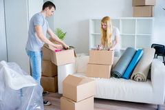 Couple moving into new house Royalty Free Stock Photography