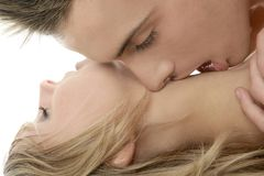 Couple natural kiss closeup portrait Royalty Free Stock Photos