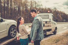 Couple near tow-truck Royalty Free Stock Photos