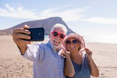 Free Couple Of Two Seniors Taking A Selfie Together At The Beach Having Fun In Their Vacations - Happy Mature Old People Smiling And Royalty Free Stock Photo - 191800405