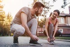 couple outdoors running στοκ φωτογραφίες