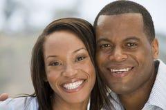 couple outdoors smiling στοκ φωτογραφία με δικαίωμα ελεύθερης χρήσης