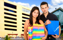 Couple outside a shopping mall Royalty Free Stock Photography