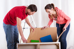 Couple packing things Royalty Free Stock Photography
