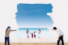 Couple painting family vacation at beach Stock Images