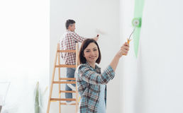 couple painting together 免版税库存照片