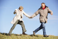 couple park senior walking Στοκ εικόνες με δικαίωμα ελεύθερης χρήσης