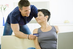 Couple paying with credit card Stock Photos