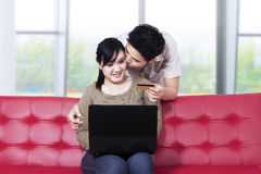Couple paying online Royalty Free Stock Photography