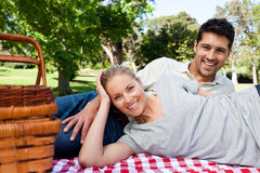 Couple picnicking in the park Royalty Free Stock Photos