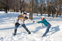 Couple playing in snow Royalty Free Stock Photography
