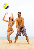 Couple playing volleyball Stock Photography