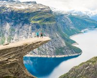 Couple posing on Trolltunga Norway Royalty Free Stock Photos