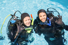 Couple practicing scuba diving together Royalty Free Stock Images