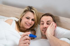 Couple with pregnancy test Royalty Free Stock Photography