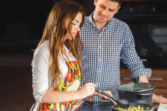 Couple preparing food in the the kitchen Royalty Free Stock Photos