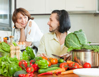 The couple preparing a meal of vegetables Royalty Free Stock Photo