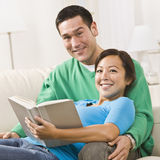 Couple Reading Royalty Free Stock Photos