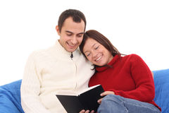 Couple reading book Royalty Free Stock Photography