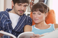 Couple reading book together Royalty Free Stock Photos