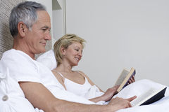 Couple Reading Books In Bed Royalty Free Stock Photography
