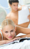Couple reading a magazine Royalty Free Stock Image
