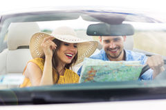 Couple reading a map while sitting in the car Royalty Free Stock Photos