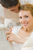 Couple reading newspaper Royalty Free Stock Photos