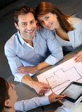 Couple in real-estate agency Stock Photography