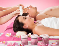 Couple Receiving Therapies At Spa Royalty Free Stock Images