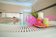 Couple relaxes in the tub Royalty Free Stock Images