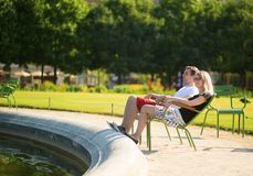 Couple relaxing in the Tuileries garden Royalty Free Stock Photos