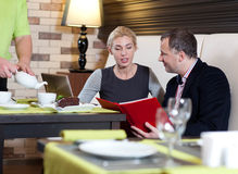 Couple at restaurant Royalty Free Stock Photography
