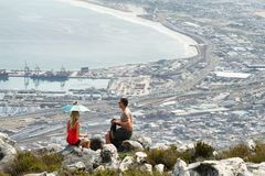 Couple resting at the edge of Table mountain Royalty Free Stock Image